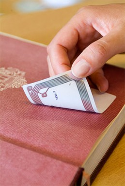 Model de RFID utilizat a les biblioteques